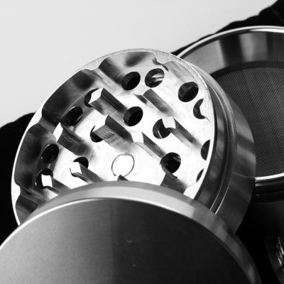 Black Leaf Edelstahl-Grinder 4 part